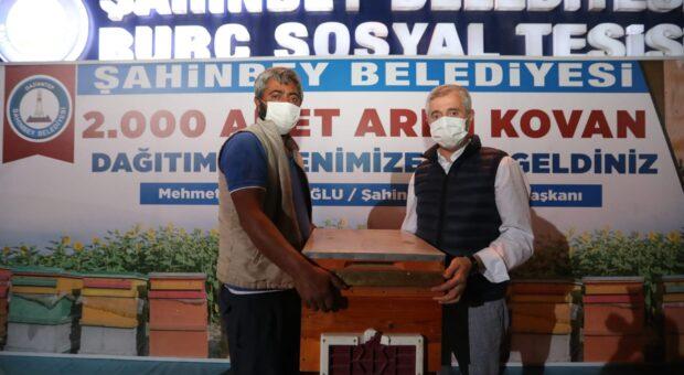 Şahinbey Belediyesi'nden 132 arı üreticisine  arılarıyla birlikte 2.000 arı kovanı dağıtımı