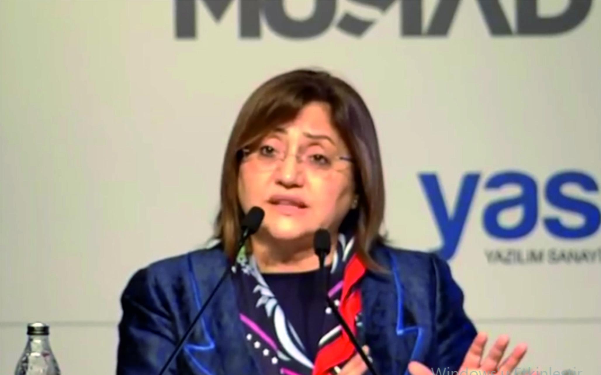 Fatma Şahin 8. Uluslararası İstanbul Akıllı Şebekeler ve Şehirler Kongresi açılış konuşmasını yapıyor