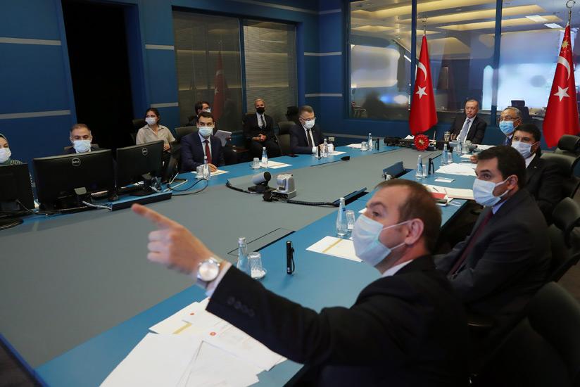 Cumhurbaşkanı Erdoğan, Devlet Bilgi Koordinasyon Merkezi'nde yangınlar hakkında bilgi aldı